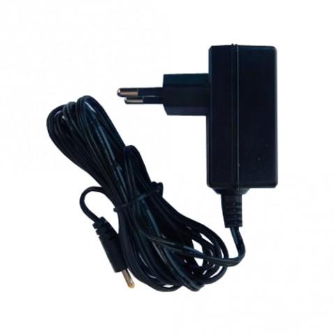 Univerzálny napájací adaptér pre fotopascu
